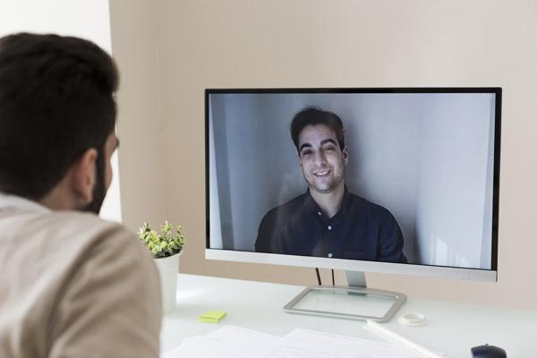موقع کار در خانه ارتباطات خود را حفظ کنید